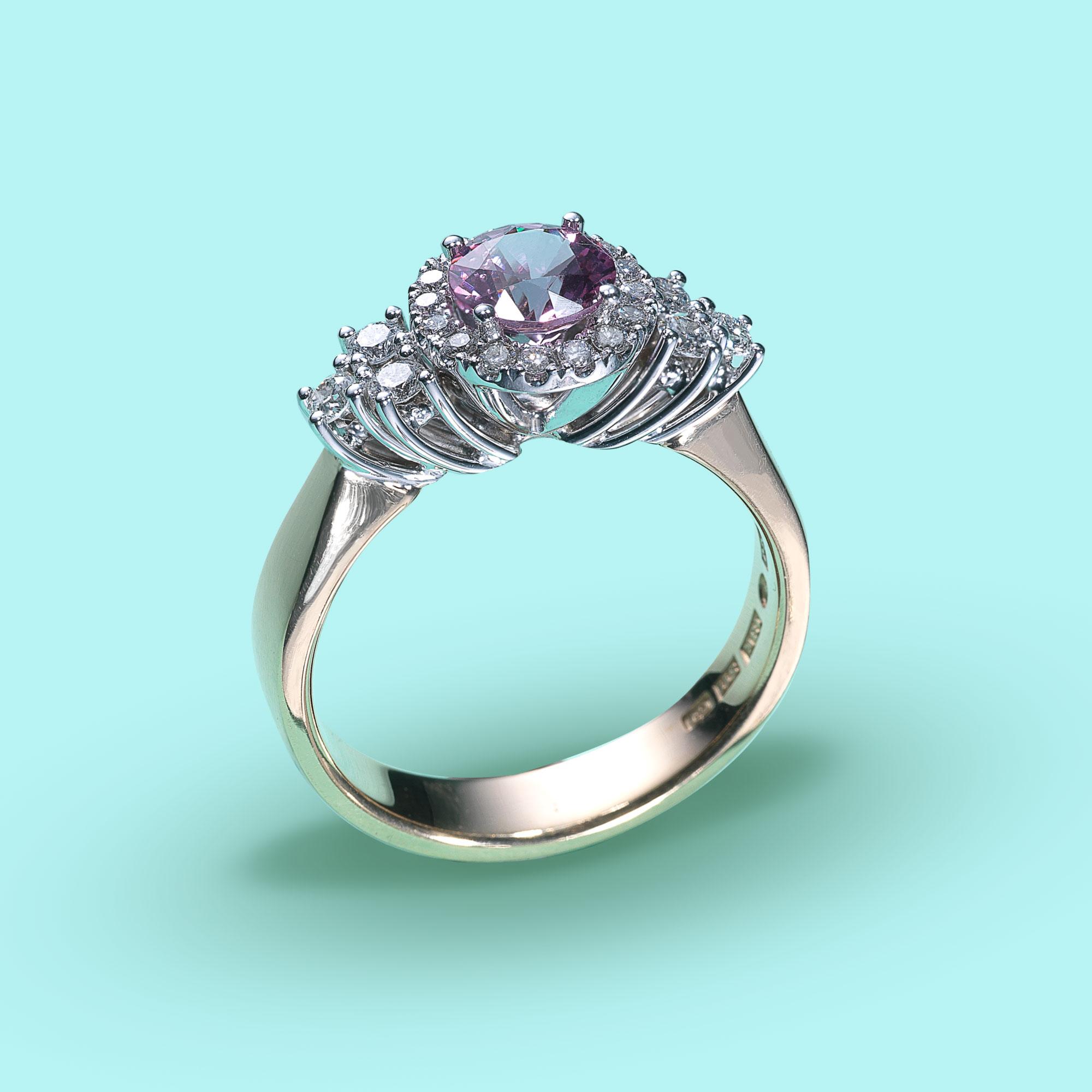 Romantisk ring med rosa Spinell och Diamanter 927f3f86f8a40