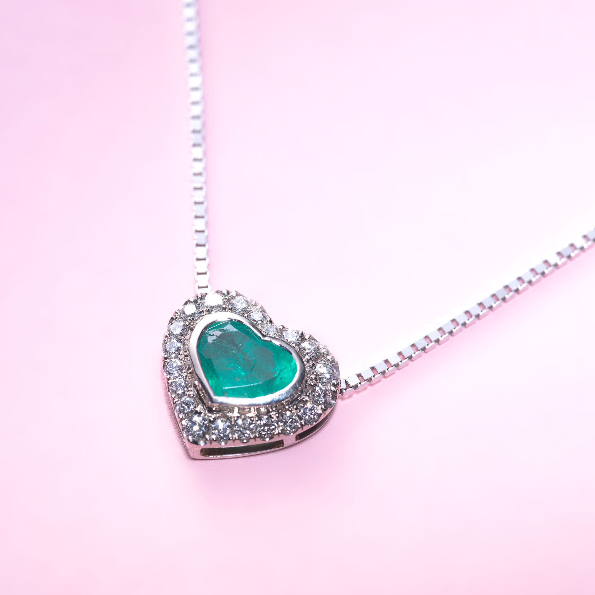 Halsband med Smaragdhjärta 3feaf0e42a5b4